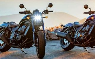 Мотоцикл с двумя трубами сбоку