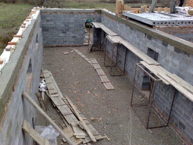 Мауэрлат без армопояса — варианты установки и крепления для газобетонных стен