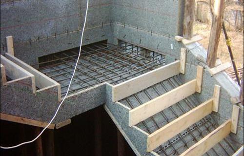 Заливка бетонных ступеней