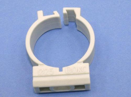 Держатель для пластиковых труб дкс