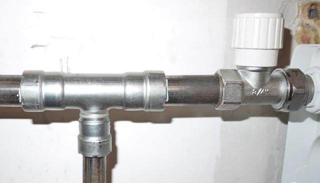 Соединение патрубка с фитингом