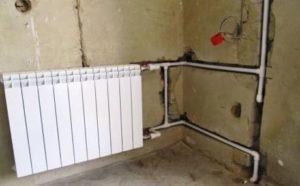 Как монтировать трубы отопления в стене