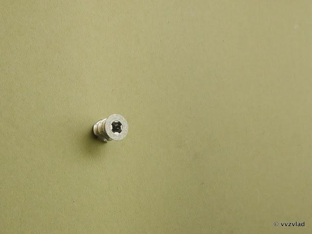 Скоба для крепления трубы или кабеля