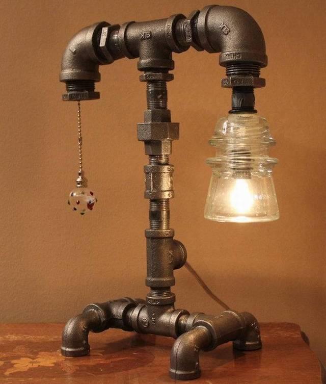 Светильник из пластиковых труб человечек
