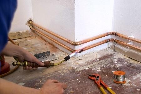 Система отопления из медных труб в открытую
