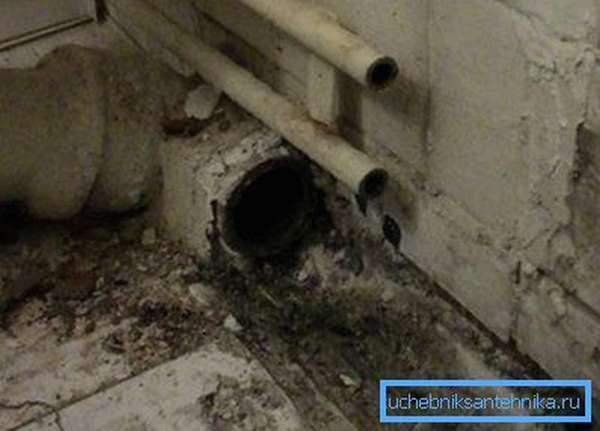 Как заглушить трубу канализации в полу