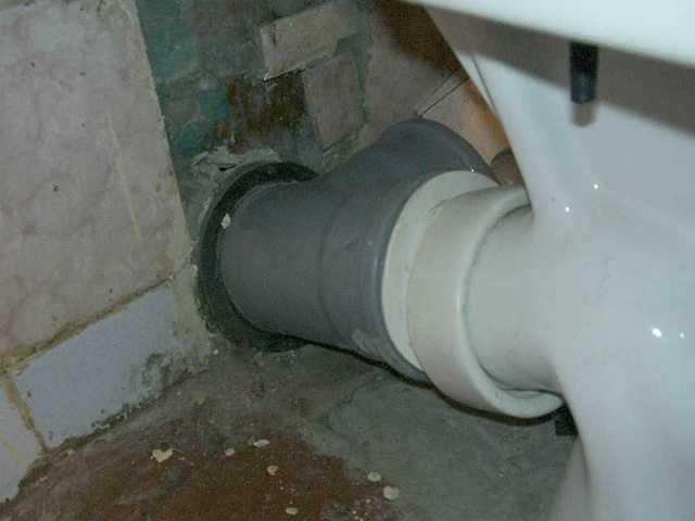Тонкая труба для канализации