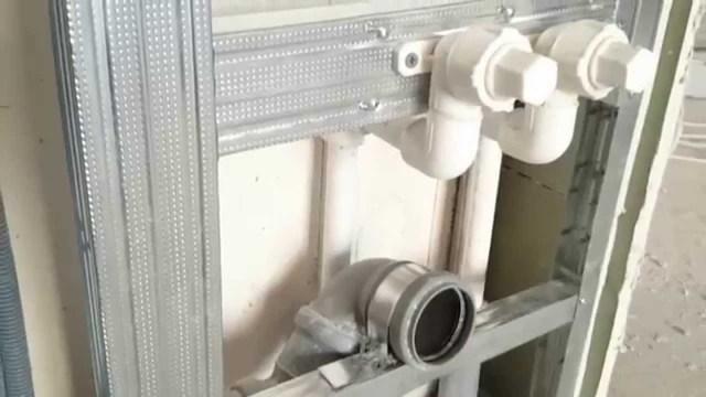 Как заложить трубы кафелем