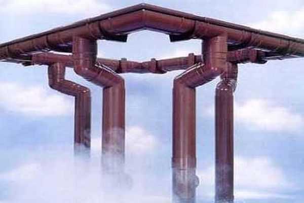 Сделать водостоки для крыши из пластмассовой трубы