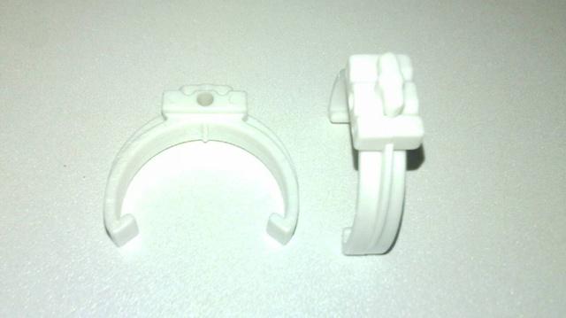 Фиксатор для пластиковых труб двойной