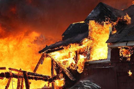 Как можно минимизировать финансовые потери в случае стихийных бедствий а также пожара протечки труб
