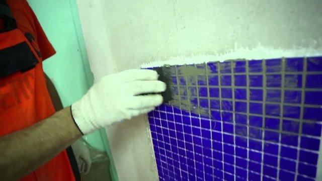 Как обшить трубы в ванной плиткой