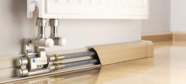 Как можно закрыть трубу от батареи в комнате