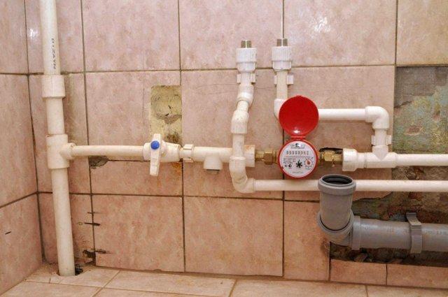 Как закрыть угол с трубами в ванной панелями