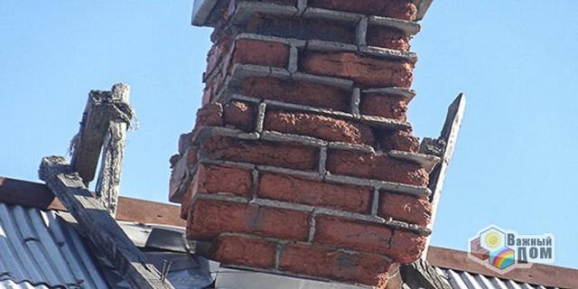 Течет крыша по трубе дымохода