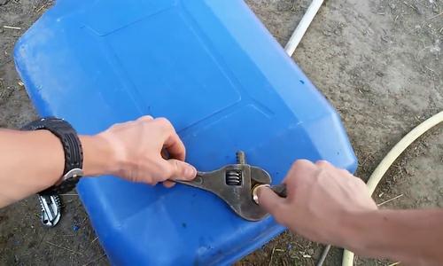 Фитинг для канистры под кран