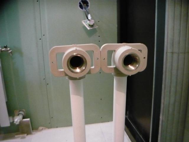 Полипропиленовых трубы в гипсокартонной перегородке