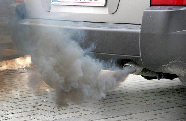 Сизый дым из выхлопной трубы лачетти