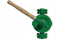 Ручной насос с трубами
