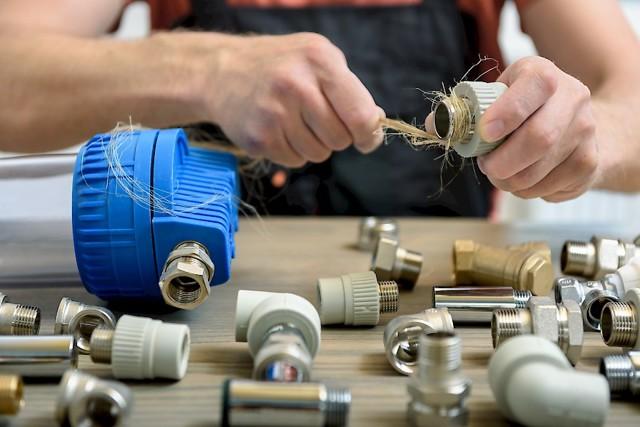 Как намотать лен при соединении труб